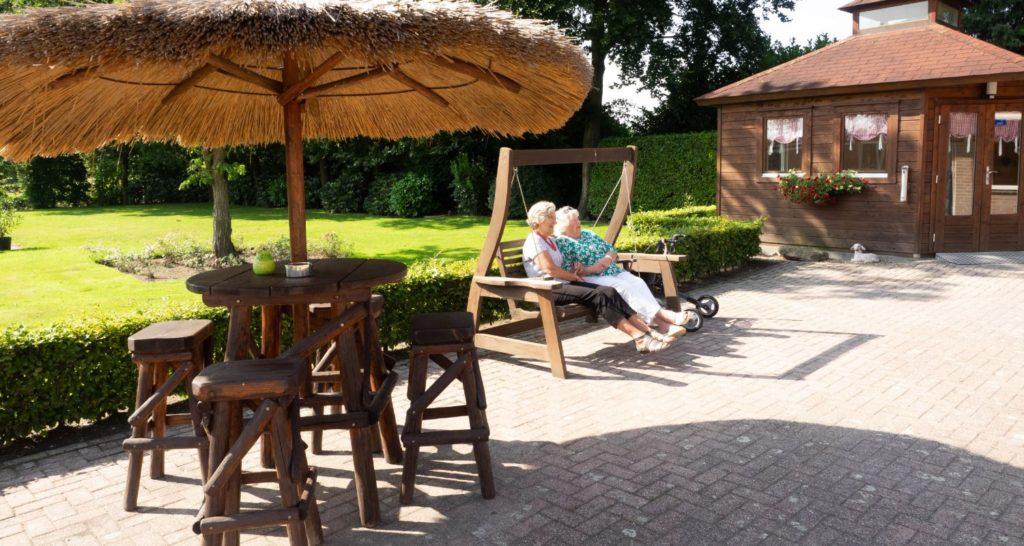 tuin Zwembad seniorenhotel de Postelhoef