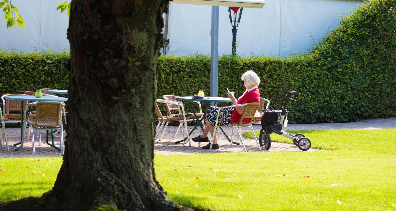 tuin lezen Zwembad seniorenhotel de Postelhoef