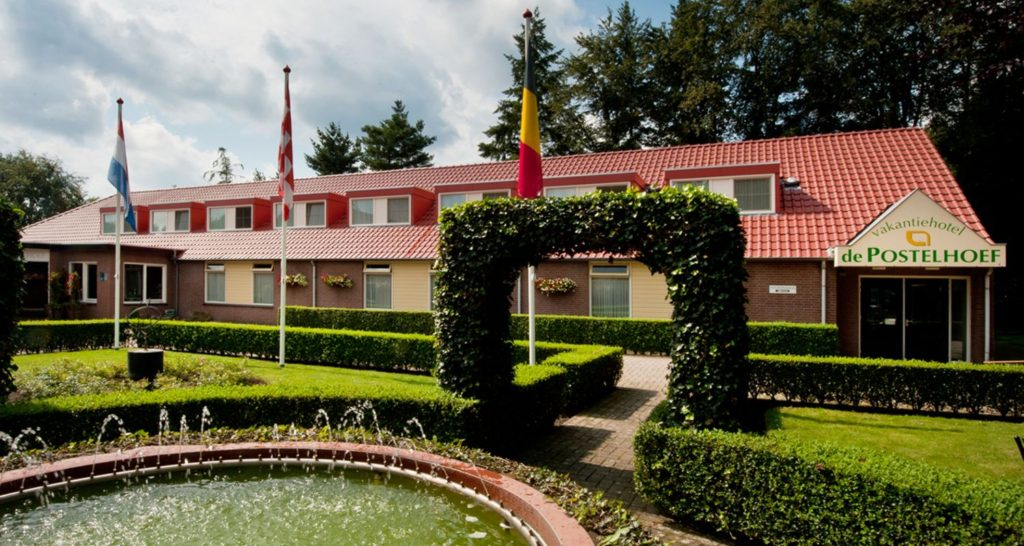 basis header Zwembad seniorenhotel de Postelhoef